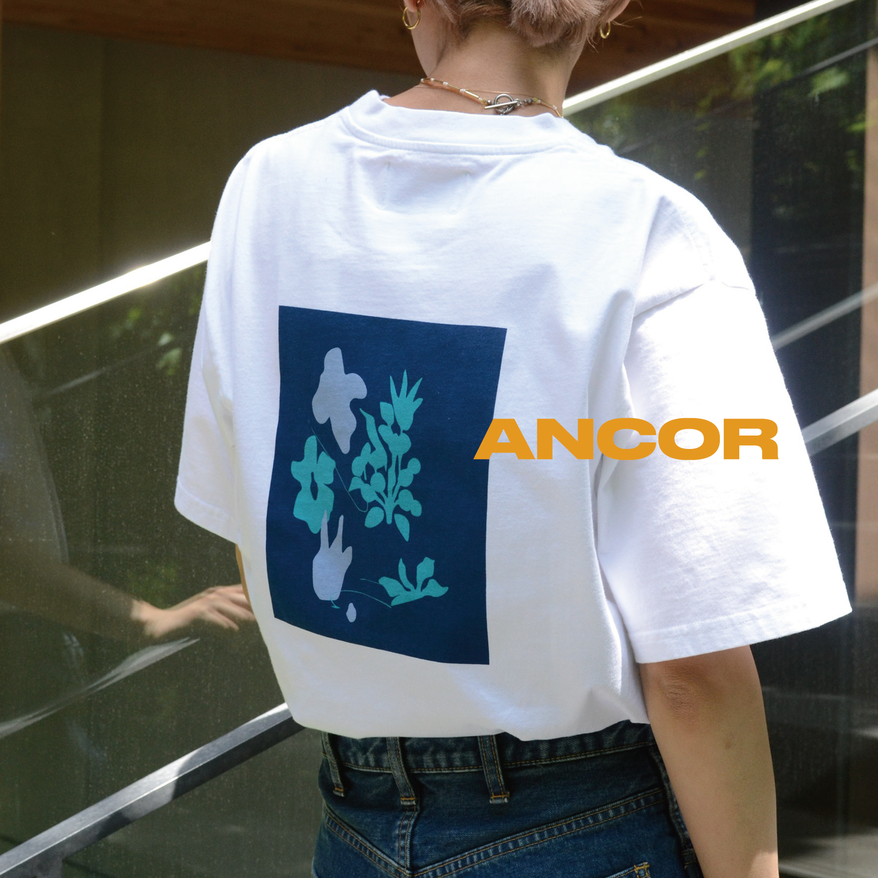 Feature-GRAPHIC TEE-